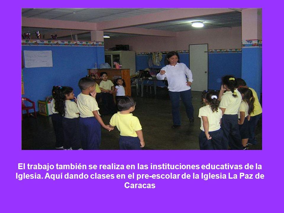 El trabajo también se realiza en las instituciones educativas de la Iglesia. Aquí dando clases en el pre-escolar de la Iglesia La Paz de Caracas