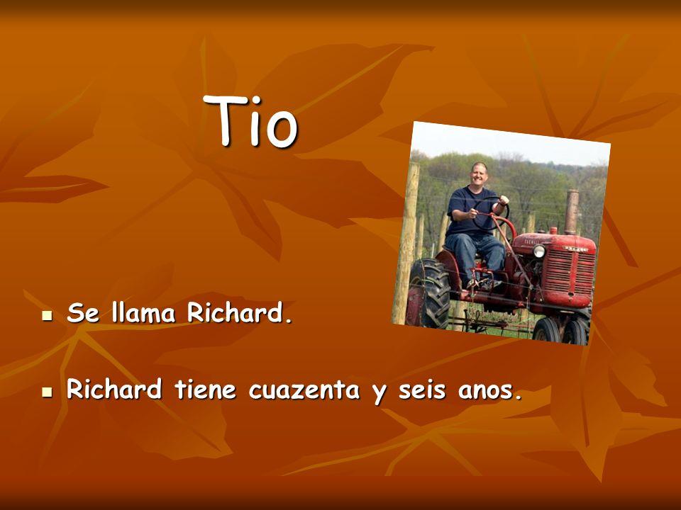 Tio Se llama Richard. Se llama Richard. Richard tiene cuazenta y seis anos. Richard tiene cuazenta y seis anos.