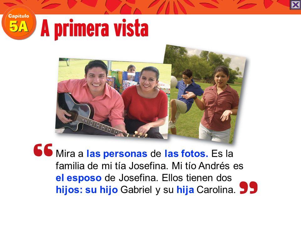 Mira a las personas de las fotos. Es la familia de mi tía Josefina. Mi tío Andrés es el esposo de Josefina. Ellos tienen dos hijos: su hijo Gabriel y