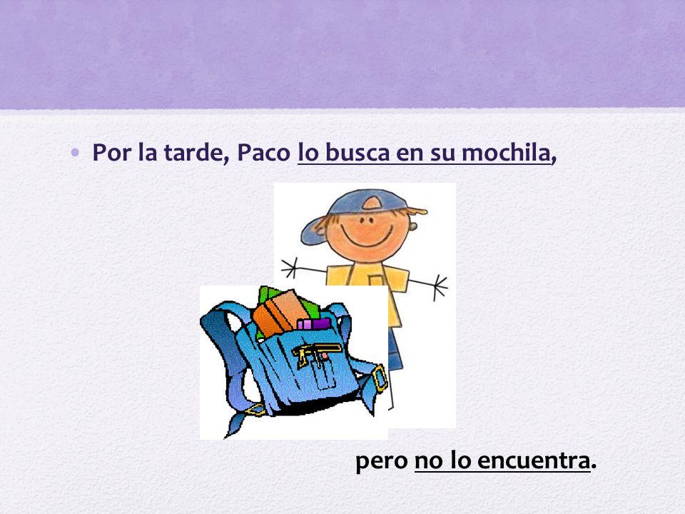 Por la tarde, Paco lo busca en su mochila, pero no lo encuentra.