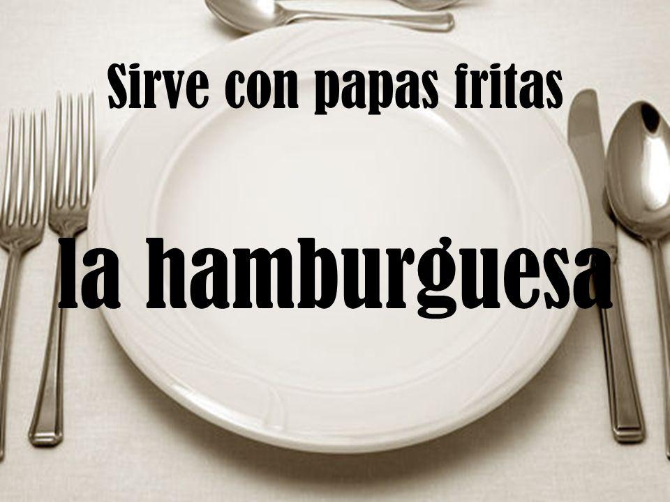 Sirve con papas fritas la hamburguesa