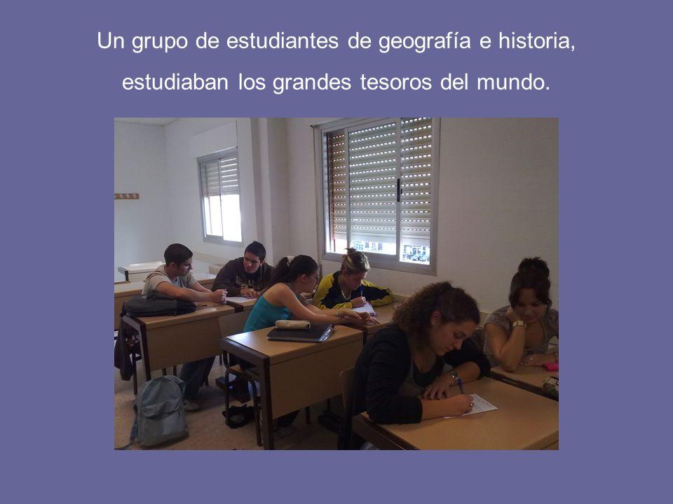 Un grupo de estudiantes de geografía e historia, estudiaban los grandes tesoros del mundo.