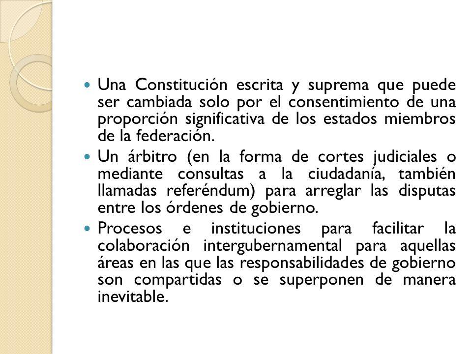 Una Constitución escrita y suprema que puede ser cambiada solo por el consentimiento de una proporción significativa de los estados miembros de la fed