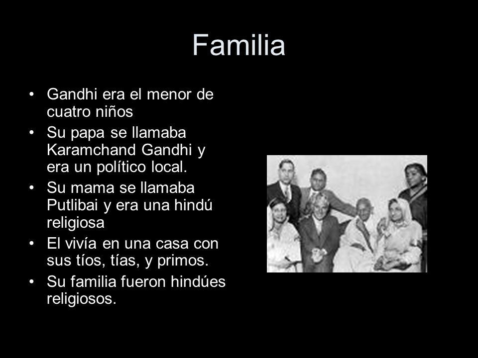 Familia Gandhi era el menor de cuatro niños Su papa se llamaba Karamchand Gandhi y era un político local. Su mama se llamaba Putlibai y era una hindú