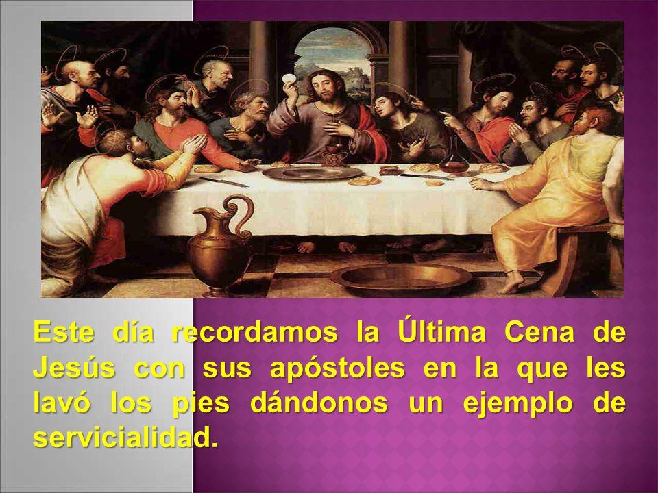 Este día recordamos la Última Cena de Jesús con sus apóstoles en la que les lavó los pies dándonos un ejemplo de servicialidad.