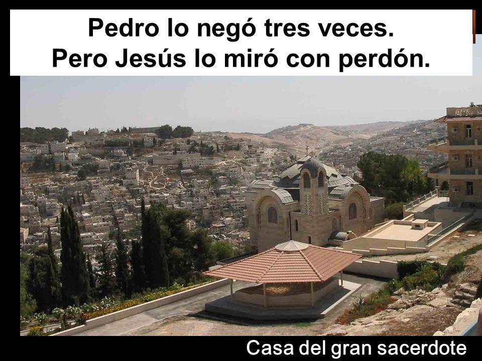 Pedro lo negó tres veces. Pero Jesús lo miró con perdón. Casa del gran sacerdote