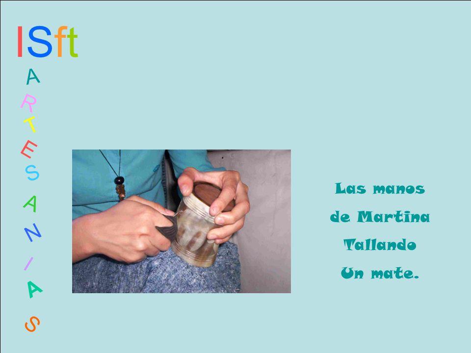 ISftISft A R T E S A N I A S Las manos de Martina Tallando Un mate.