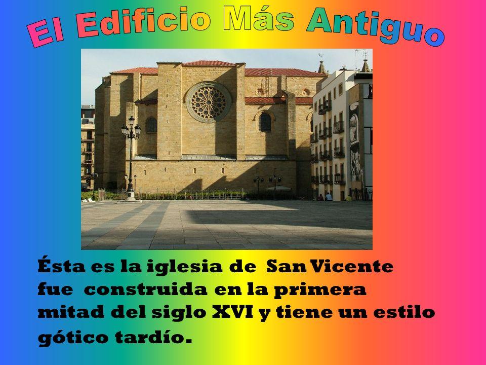 Ésta es la iglesia de San Vicente fue construida en la primera mitad del siglo XVI y tiene un estilo gótico tardío.