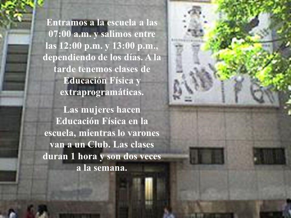 Entramos a la escuela a las 07:00 a.m. y salimos entre las 12:00 p.m. y 13:00 p.m., dependiendo de los días. A la tarde tenemos clases de Educación Fí