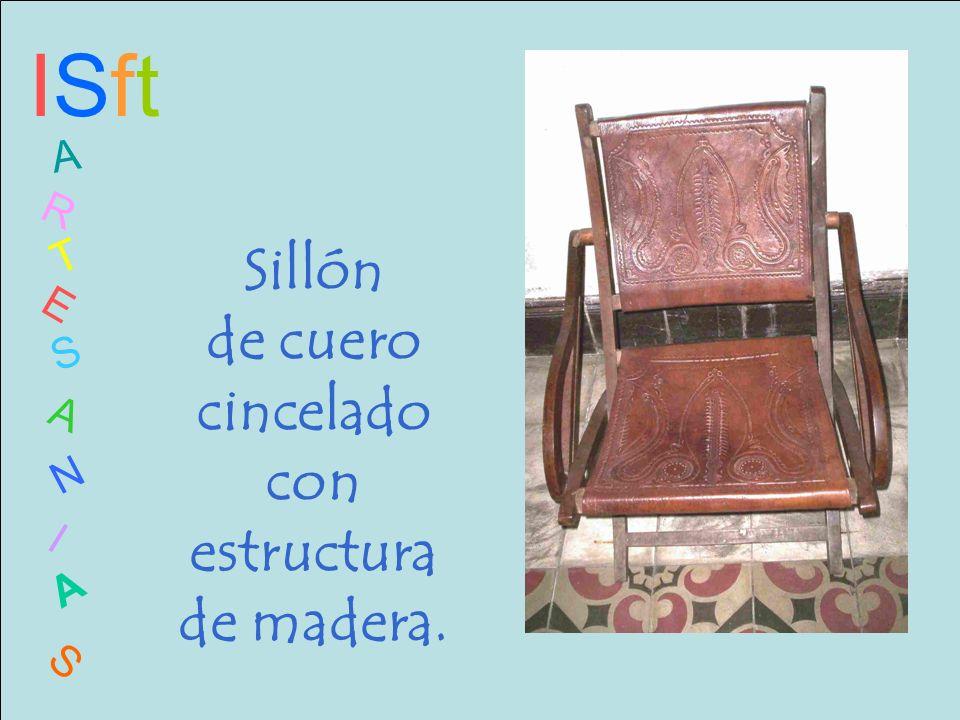 ISftISft A R T E S A N I A S Sillón de cuero cincelado con estructura de madera.