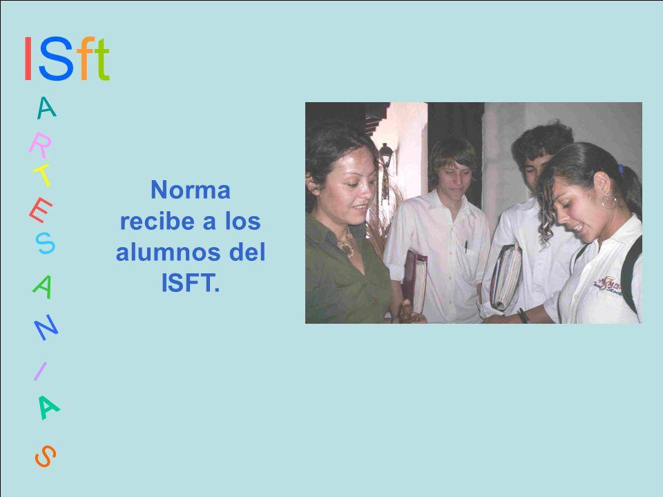 ISftISft A R T E S A N I A S Norma recibe a los alumnos del ISFT.