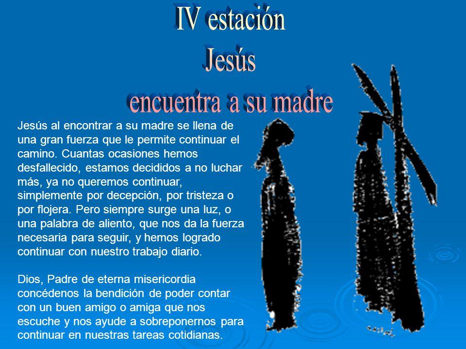 Al igual que María, el Cirineo resulta llegar en el momento justo en que Jesús ya no puede más.