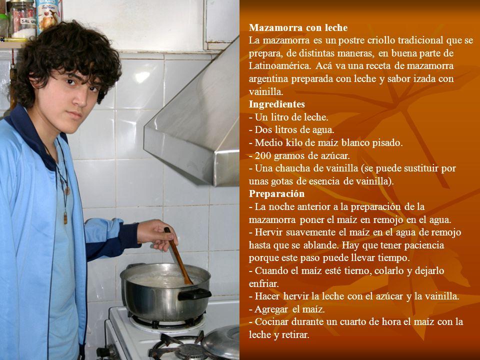 Mazamorra con leche La mazamorra es un postre criollo tradicional que se prepara, de distintas maneras, en buena parte de Latinoamérica. Acá va una re