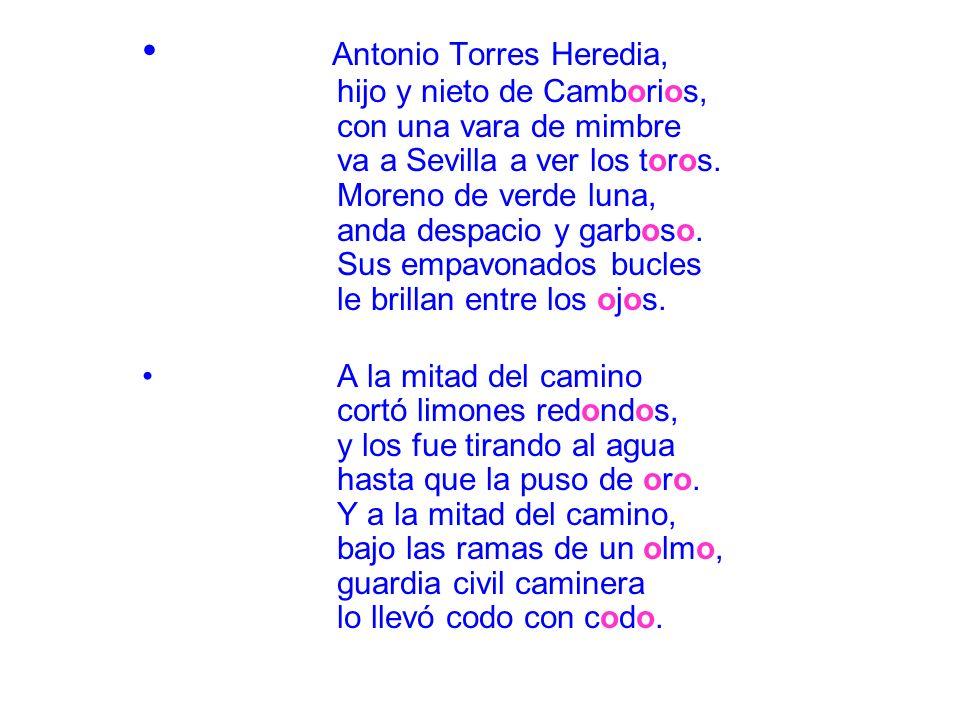 Antonio Torres Heredia, hijo y nieto de Camborios, con una vara de mimbre va a Sevilla a ver los toros. Moreno de verde luna, anda despacio y garboso.