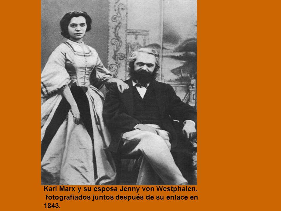 Karl Marx y su esposa Jenny von Westphalen, fotografiados juntos después de su enlace en 1843.