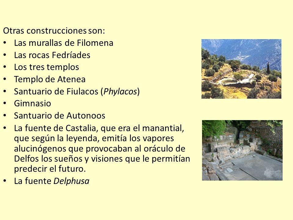 Otras construcciones son: Las murallas de Filomena Las rocas Fedríades Los tres templos Templo de Atenea Santuario de Fiulacos (Phylacos) Gimnasio San