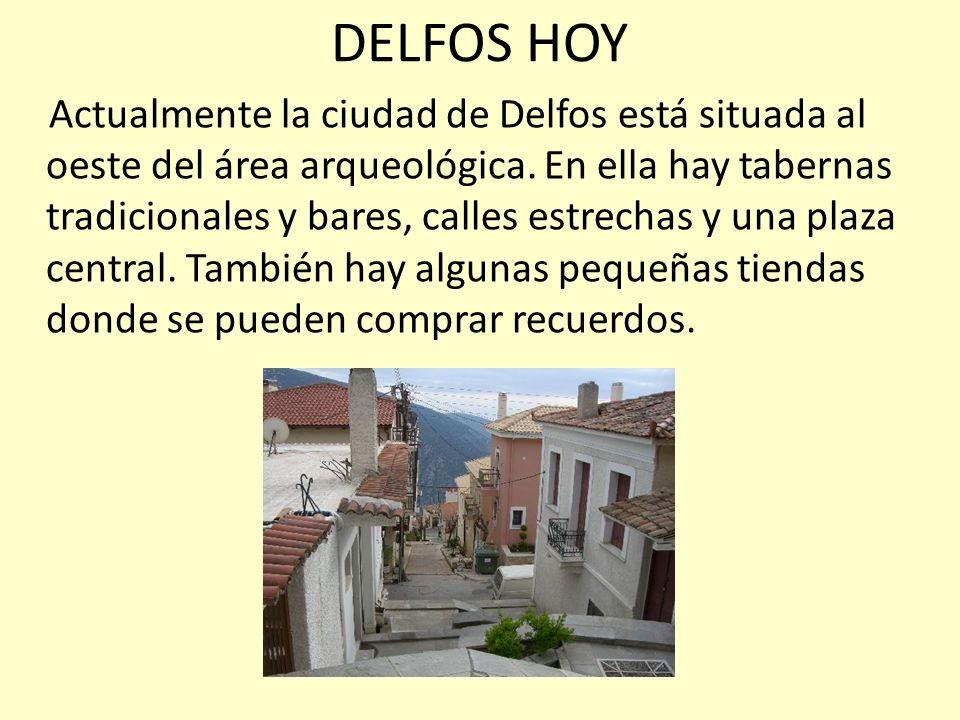 DELFOS HOY Actualmente la ciudad de Delfos está situada al oeste del área arqueológica. En ella hay tabernas tradicionales y bares, calles estrechas y