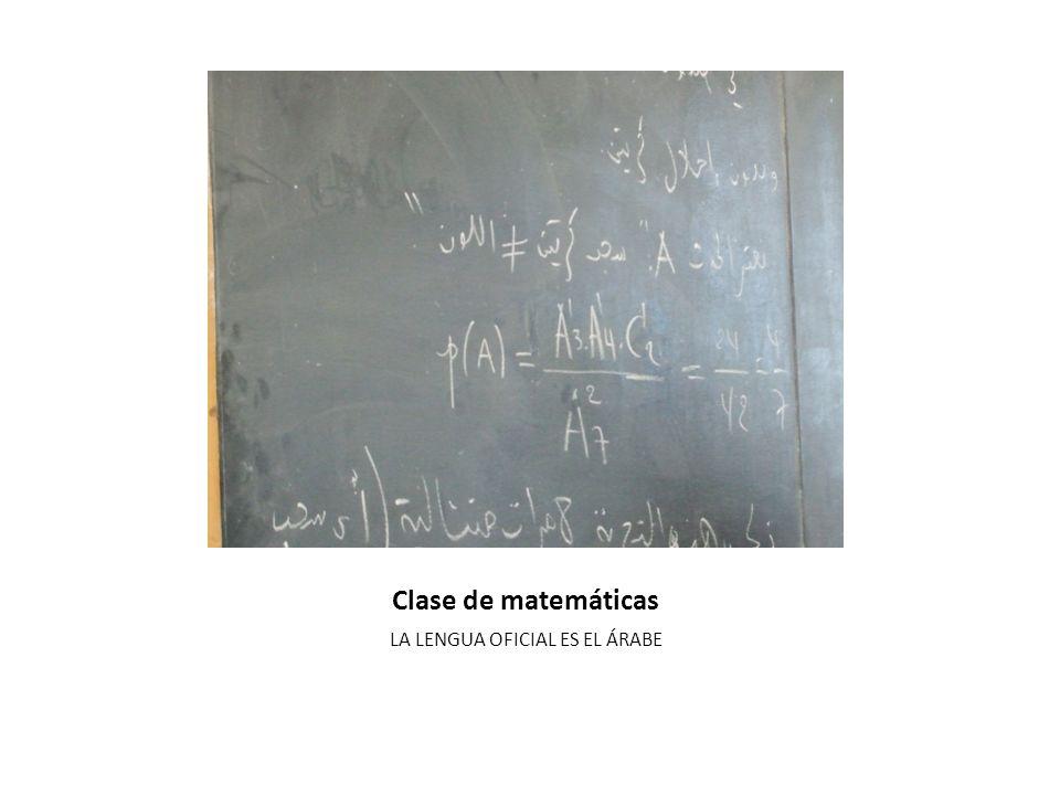 Aula 2º Bachillerato CLASES DE PREPARACIÓN PARA LA PRUEBA FINAL DE BACHILLERATO En estas clases hay mas alumnas que alumnos.