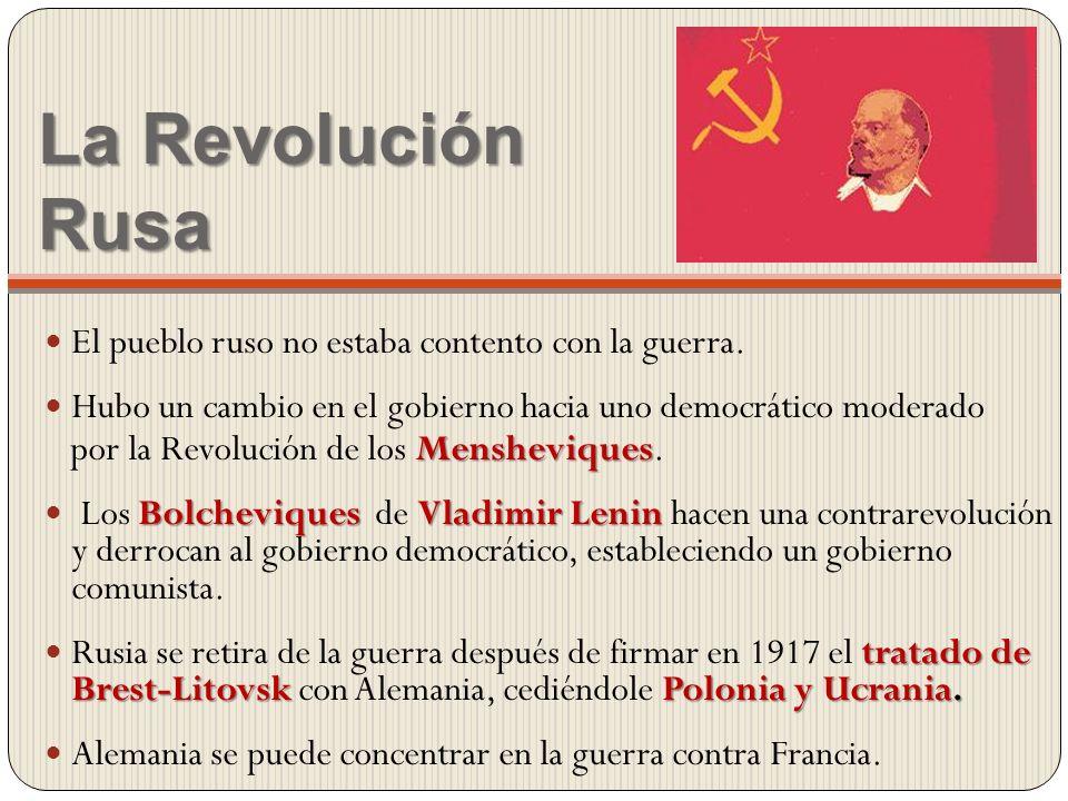La Revolución Rusa El pueblo ruso no estaba contento con la guerra. Hubo un cambio en el gobierno hacia uno democrático moderado Mensheviques por la R