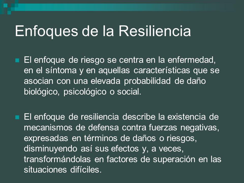 Enfoques de la Resiliencia El enfoque de riesgo se centra en la enfermedad, en el síntoma y en aquellas características que se asocian con una elevada