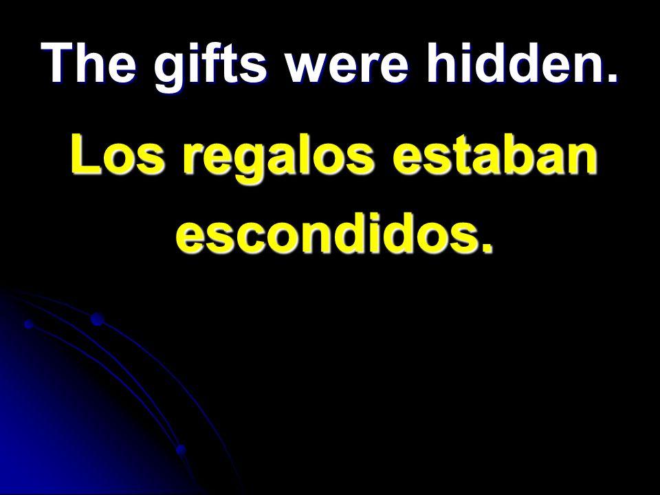 The gifts were hidden. Los regalos estaban Los regalos estaban escondidos. escondidos.