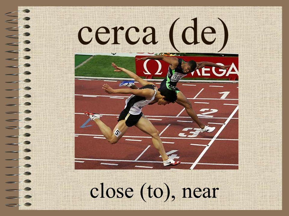 cerca (de) close (to), near