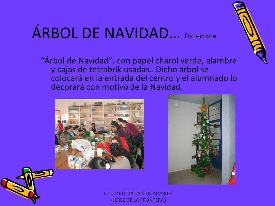 Árbol de Navidad.con papel charol verde, alambre y cajas de tetrabrik usadas..