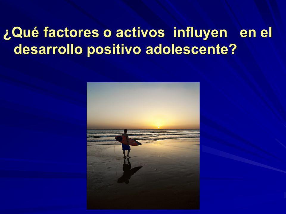 ¿Qué factores o activos influyen en el desarrollo positivo adolescente?