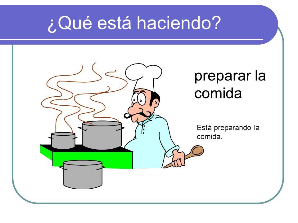 ¿Qué está haciendo preparar la comida Está preparando la comida.