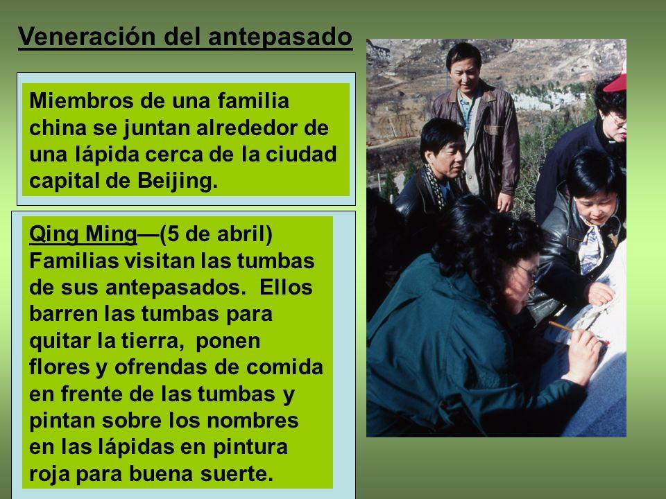 1.La practica de honrar los miembros de la familia que han muerto.
