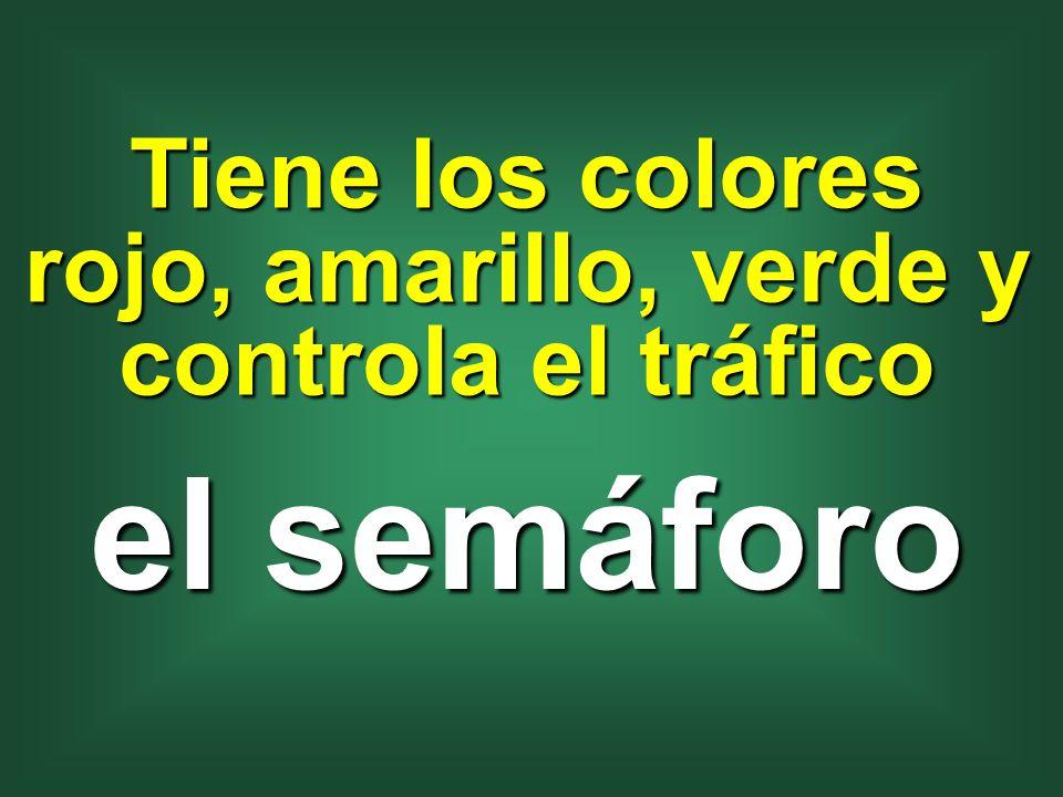 Tiene los colores rojo, amarillo, verde y controla el tráfico el semáforo