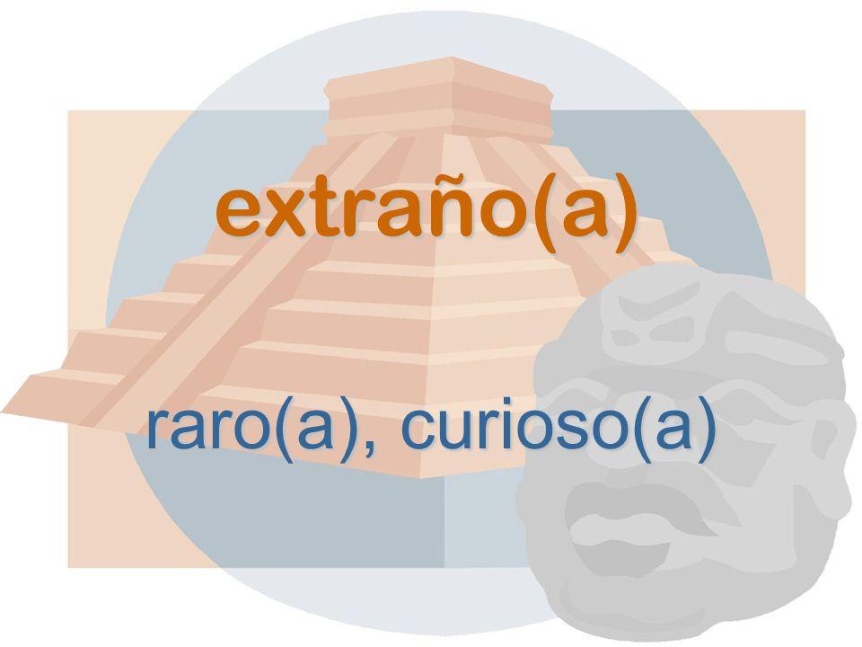 extraño(a) raro(a), curioso(a)