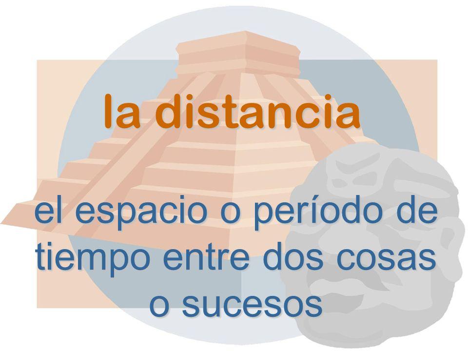 la distancia el espacio o período de tiempo entre dos cosas o sucesos