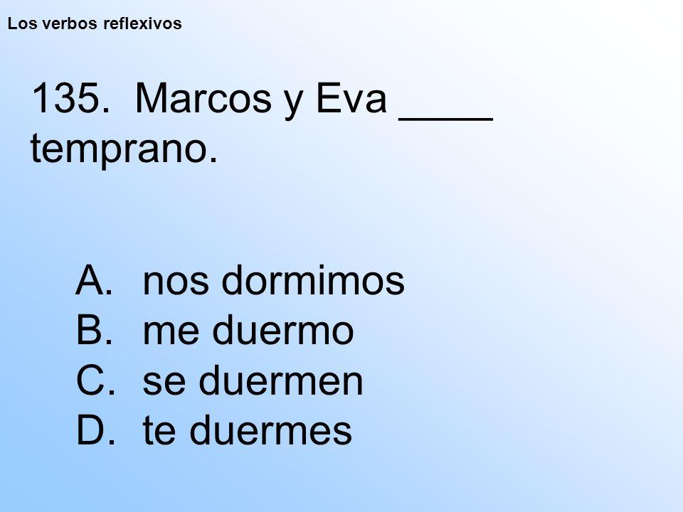 Los verbos reflexivos 135. Marcos y Eva ____ temprano.