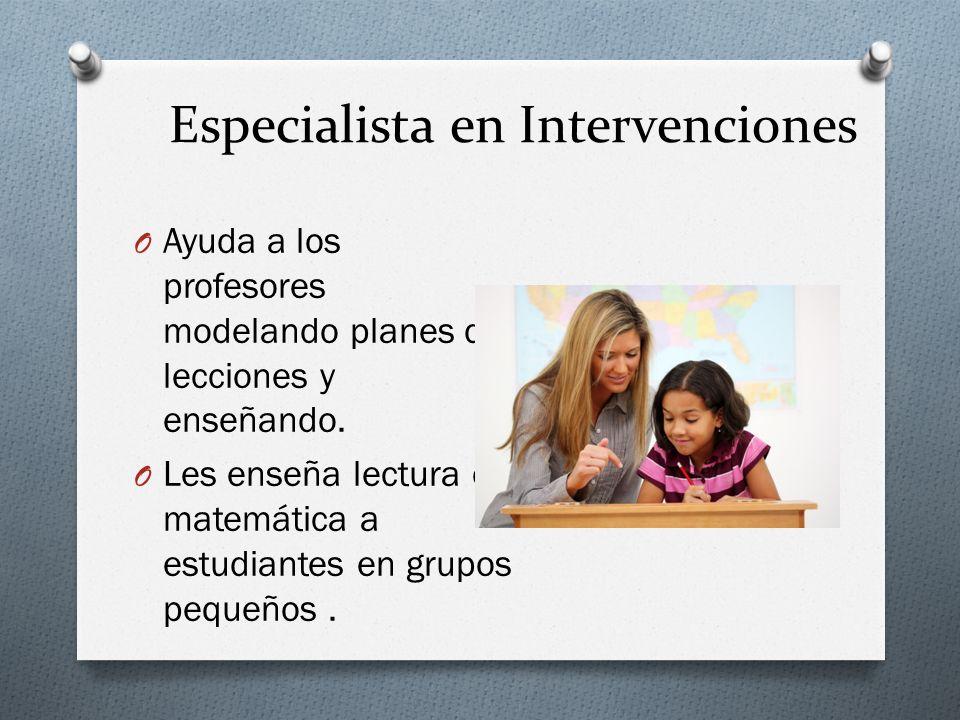 Especialista en Intervenciones O Ayuda a los profesores modelando planes de lecciones y enseñando.