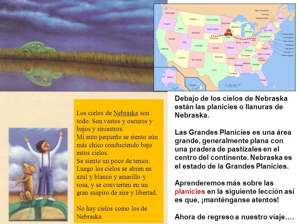 Debajo de los cielos de Nebraska están las planicies o llanuras de Nebraska. Las Grandes Planicies es una área grande, generalmente plana con una prad