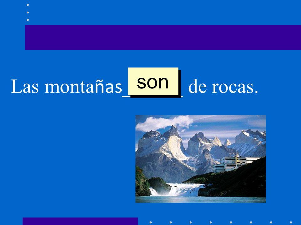 Las monta ñas ______ de rocas. son
