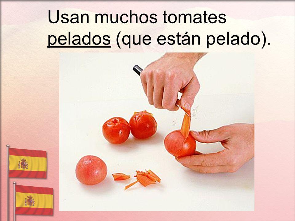 Usan muchos tomates pelados (que están pelado).