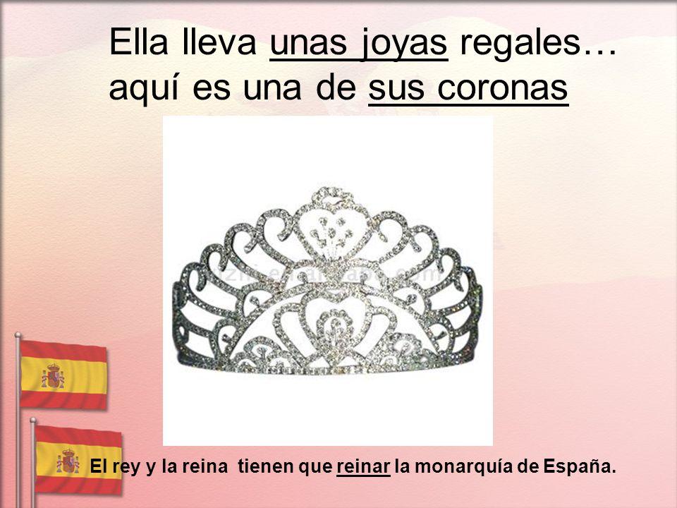 Ella lleva unas joyas regales… aquí es una de sus coronas El rey y la reina tienen que reinar la monarquía de España.