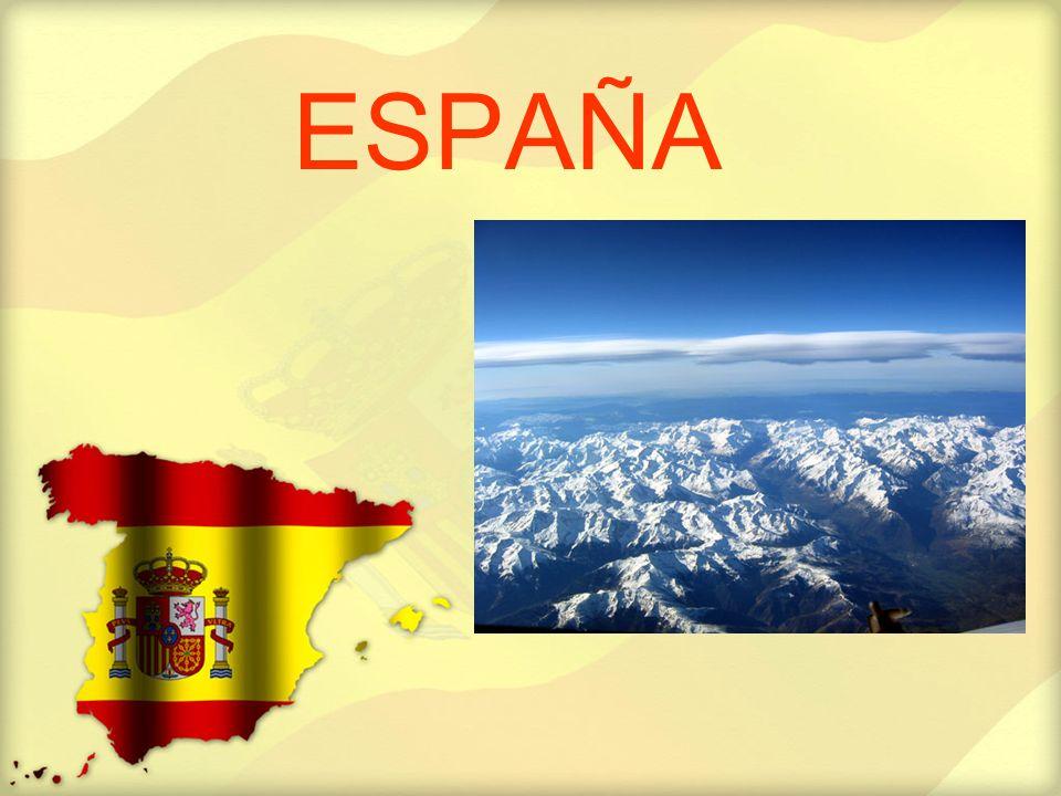 El Centro Las llanuras interminables de color pardo naranja de Castilla y Extremadura en el centro del país contrastan mucho con las colinas verdes de Galicia.