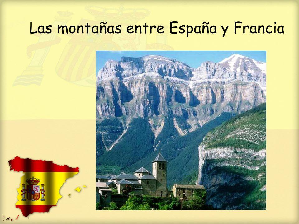 El norte A lo largo de toda la costa norte las montañas suben hacía el cielo desde las orillas del Cantábrico.
