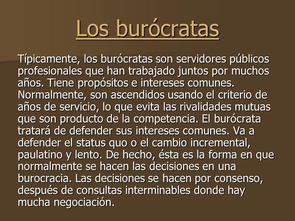 Los burócratas Típicamente, los burócratas son servidores públicos profesionales que han trabajado juntos por muchos años.