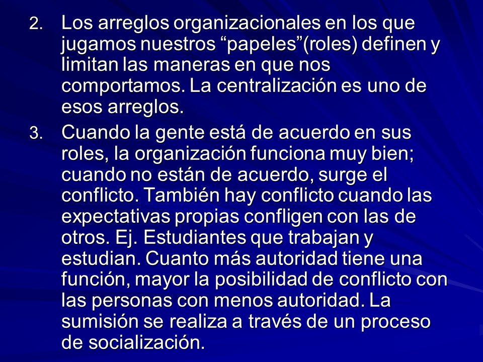 2. Los arreglos organizacionales en los que jugamos nuestros papeles(roles) definen y limitan las maneras en que nos comportamos. La centralización es