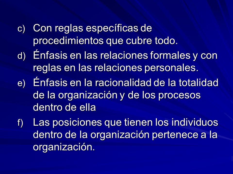 c) Con reglas específicas de procedimientos que cubre todo.