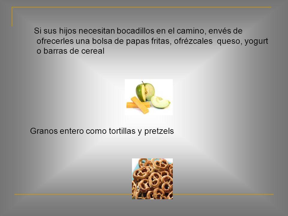 Bocadillos para sus niños Ofrézcales muchas opciones, tales como yogur, apio o zanahorias, tostada o galletas grano entero, manzanas o naranjas