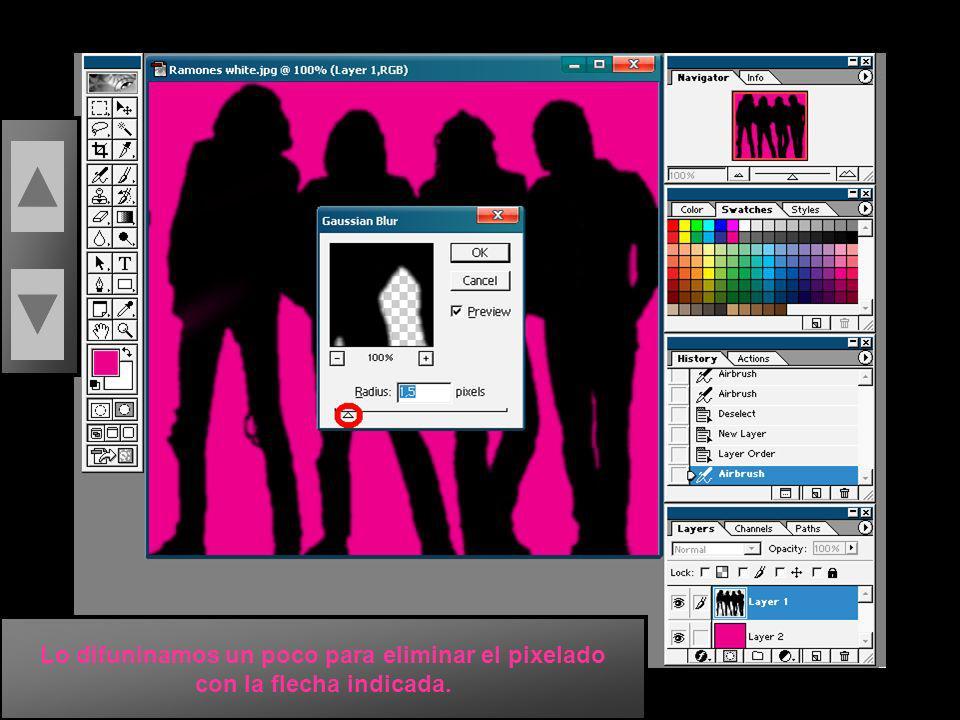 En el menu Filter buscamos la opcion Blur que es difuninar, y luego la opcion Gaussian Blur....