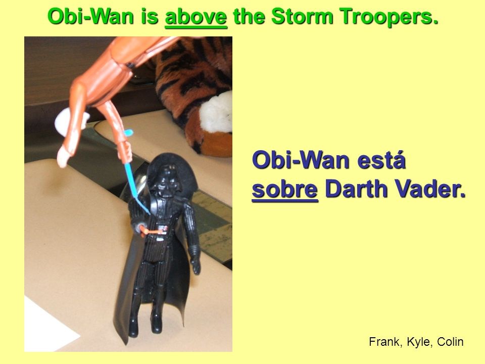 Obi-Wan está sobre Darth Vader. Obi-Wan is above the Storm Troopers. Frank, Kyle, Colin