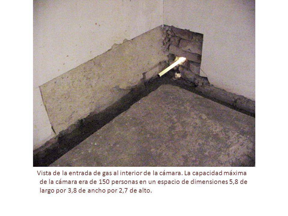 Vista de la entrada de gas al interior de la cámara. La capacidad máxima de la cámara era de 150 personas en un espacio de dimensiones 5,8 de largo po