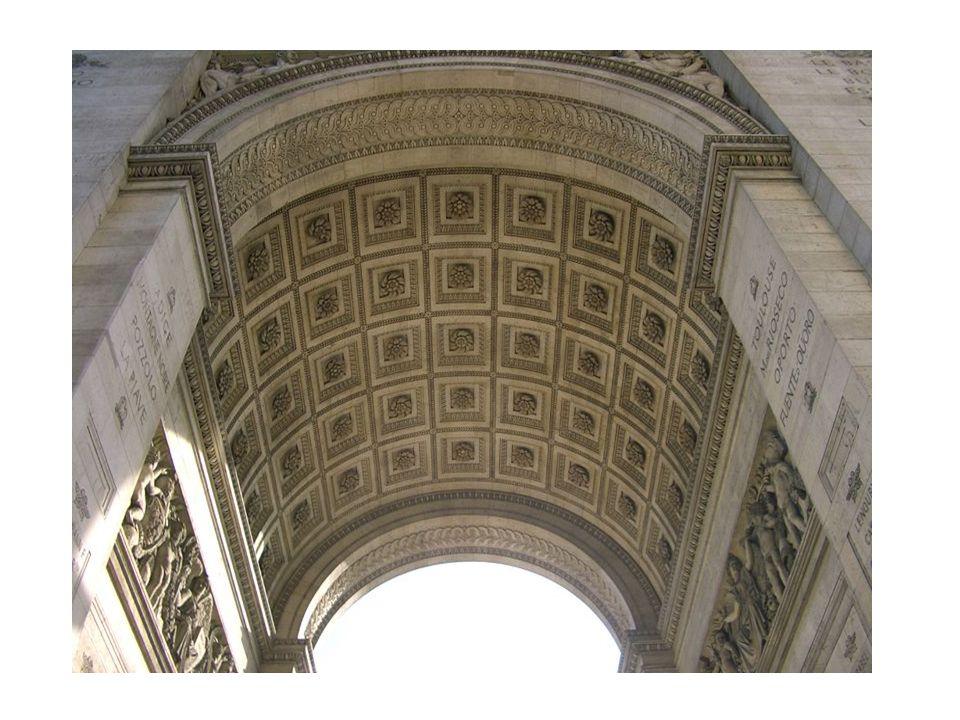 Arco de Triunfo o de La Estrella Chalgrin y Raymond Napoleón Bonaparte decidió construir este arco tras su victoria en la batalla de Austerlitz (1805), tras prometer a sus hombres: Volveréis a casa bajo arcos triunfales .