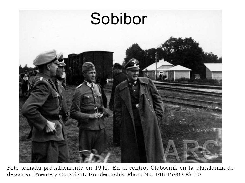 Sobibor Foto tomada probablemente en 1942. En el centro, Globocnik en la plataforma de descarga. Fuente y Copyright: Bundesarchiv Photo No. 146-1990-0